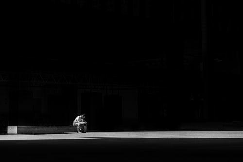 Dall'ombra alla luce. Clinica e interventi nel processo del lutto