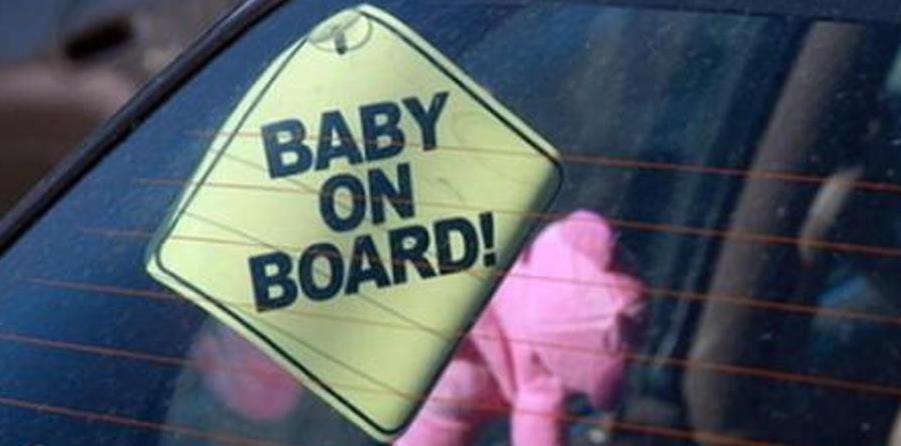 La fatica dei genitori nella società delle prestazione e dei tempi convulsi e veloci