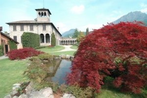 Lake Como: a visit to three villas (in Italian)