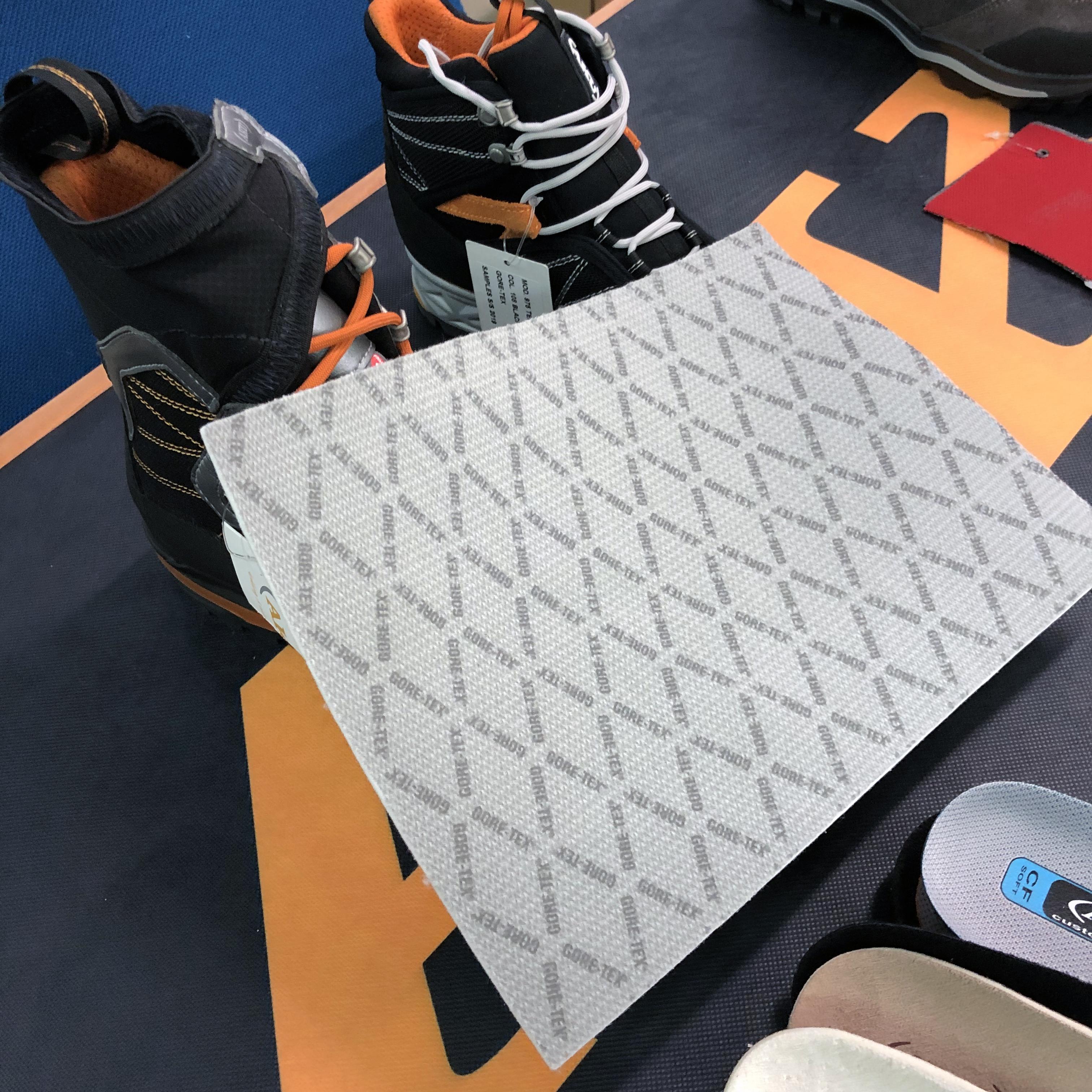 Gore-Tex Extended Comfort, membrana accoppiata a fodera per uno strato termico di 3 mm.