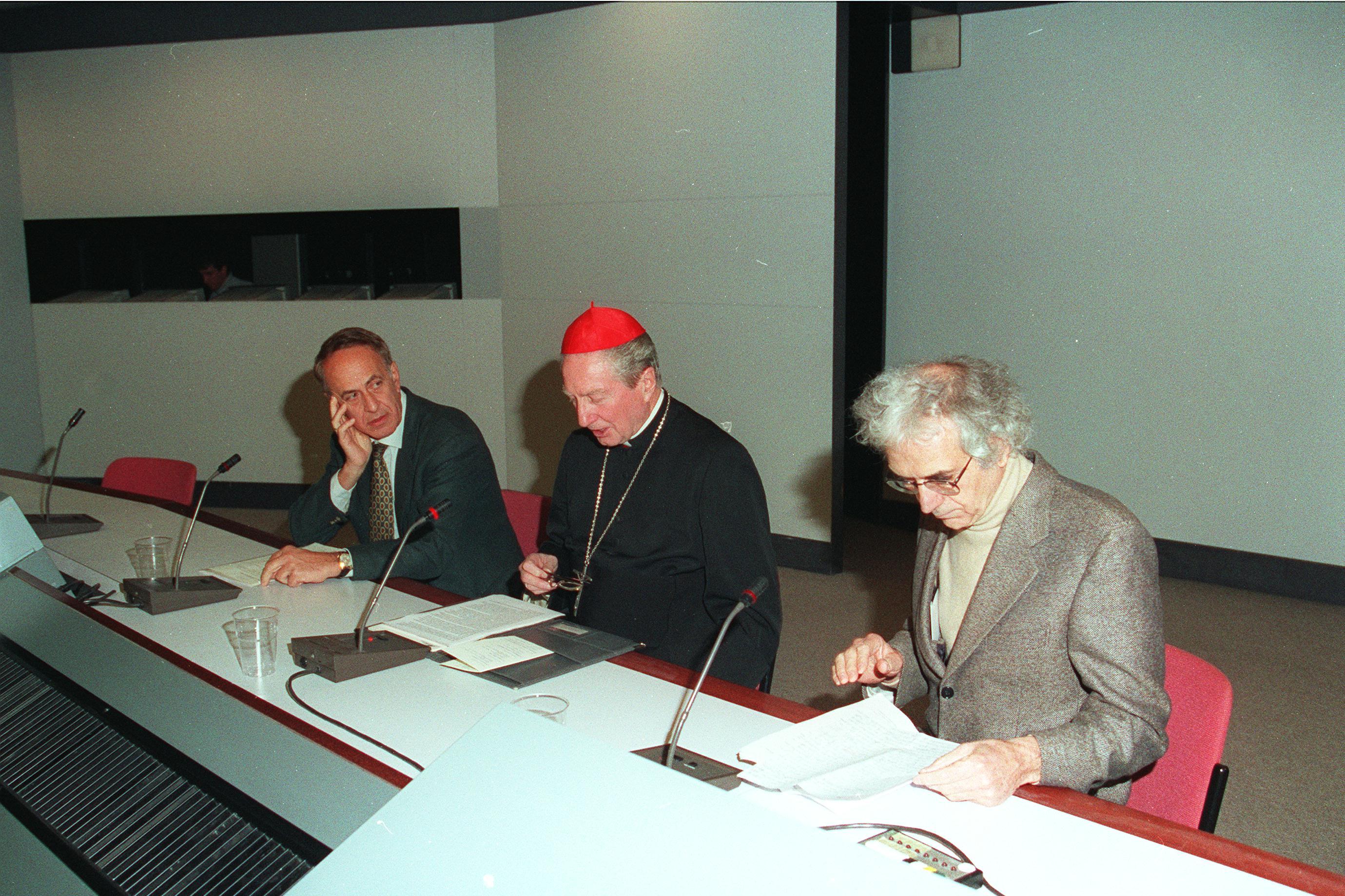 1998, X edizione: alla destra del Cardinale Alberto Oliverio, alla sua sinistra Giuliano Avanzini