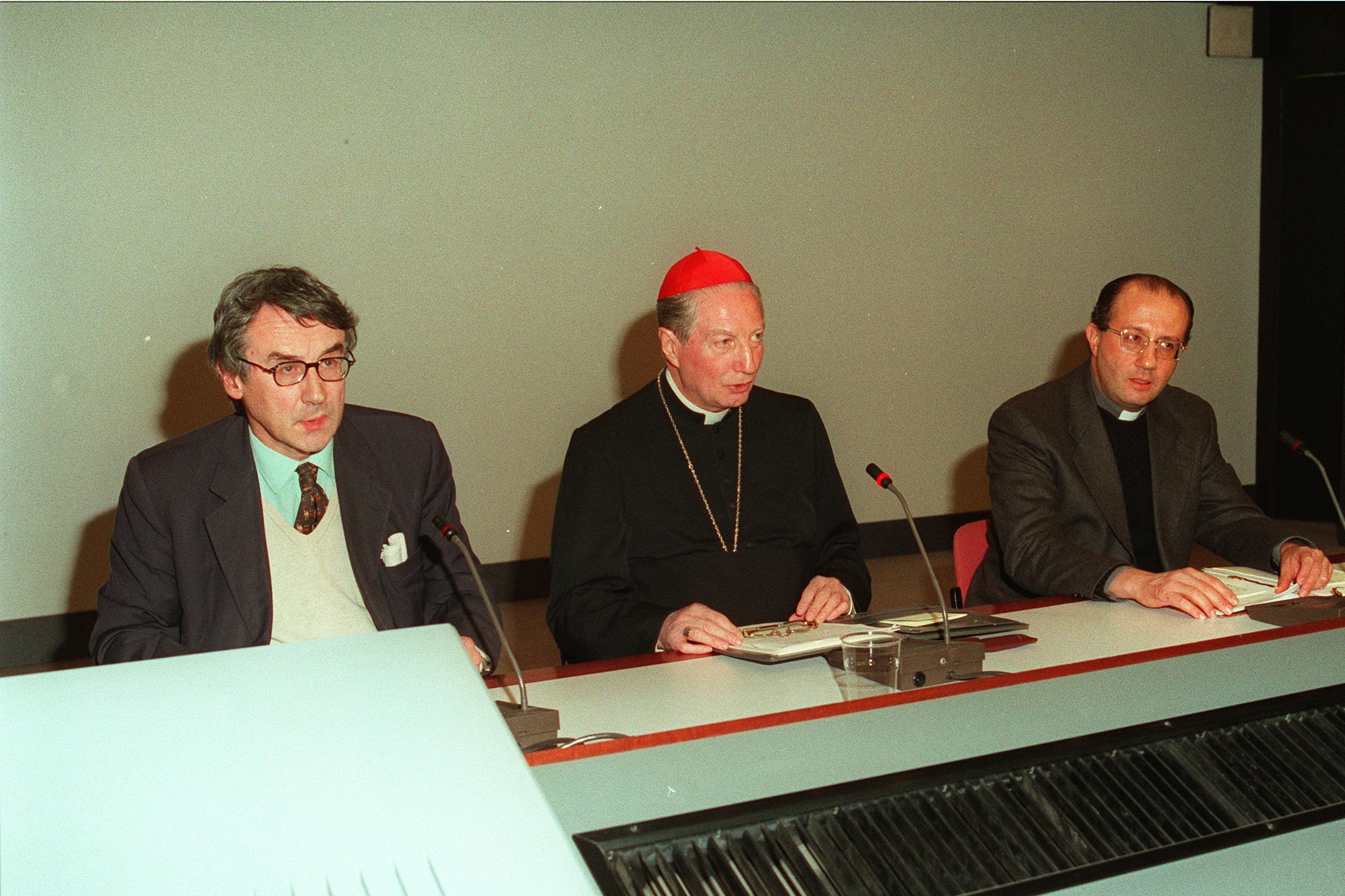 1998, X edizione: da sinistra, Giulio Giorello, l'arcivescovo e Bruno Forte