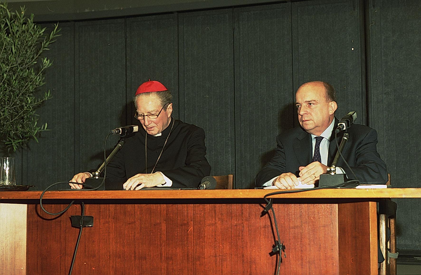 2002, XII edizione: Gustavo Zagrebelsky con il Cardinale nell'ultima edizione delle Cattedre
