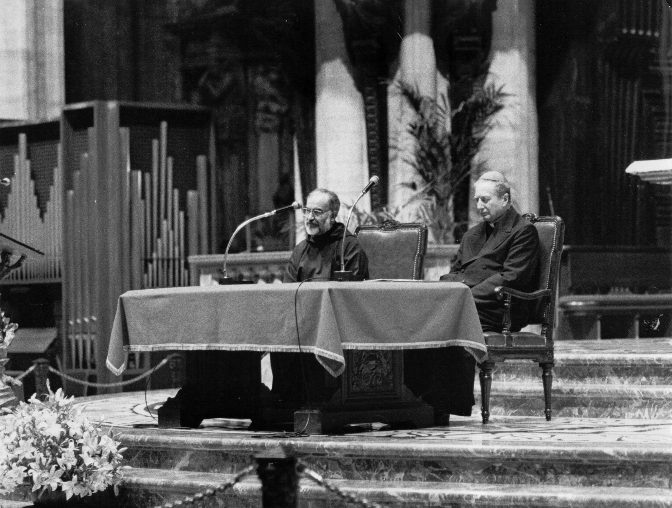 1990, IV edizione: il card. Carlo Maria Martini e il p. Raniero Cantalamessa in duomo